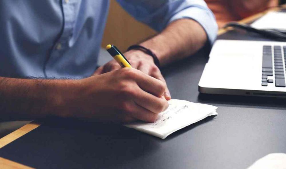 Dowiedz się czym zajmuje się spedytor i jakie są jego obowiązki!